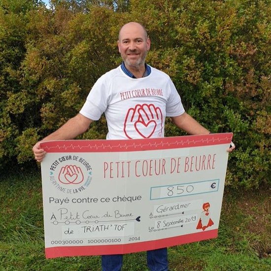 Remise du chèque à l'association Petit Coeur de Beurre par Christophe Boyat